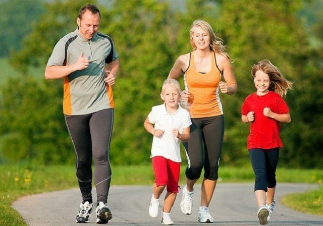 http://www.merries.co.id/wp-content/uploads/2014/04/Cara-Seru-Untuk-Olahraga-Bersama-Keluarga.jpg