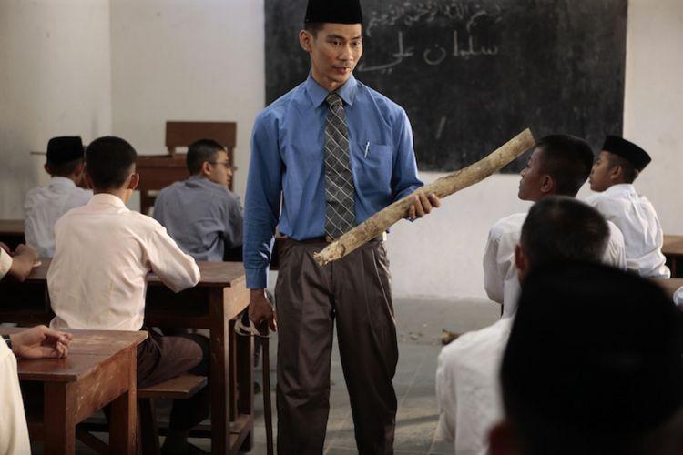 Enggak harus jadi guru agama