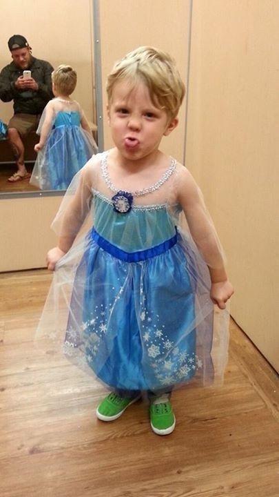 Caiden dan kostum Elsa