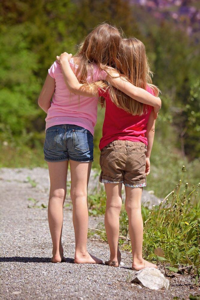 seorang sahabat lebih berharga dibanding banyak teman