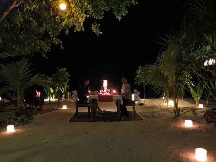Makan malam romantis via http://limaapril.com/
