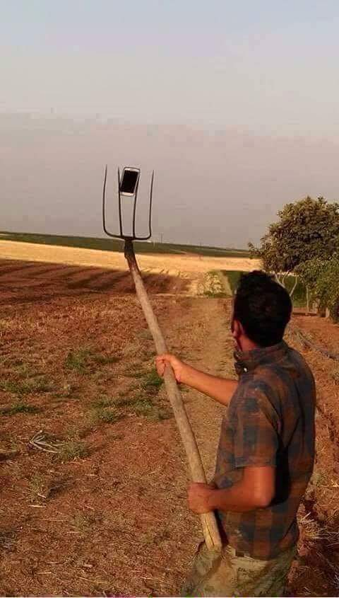 7.-The-guy-who-improvised-the-selfie-stick