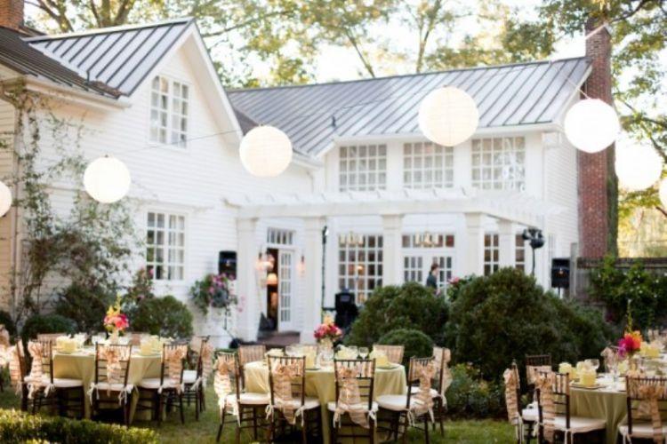 kebun belakang untuk menjamu para tamu undangan