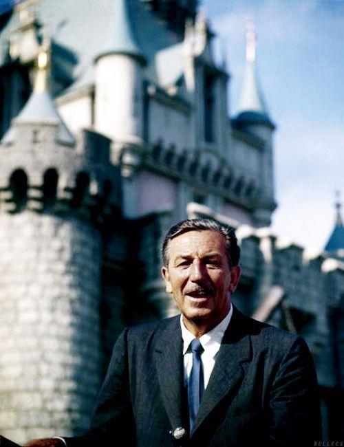 Walt Disney Saat Pembukaan Disneyland, 1955.
