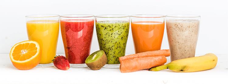 Gunakan buah dan sayur segar untuk membuat smoothies yang sehat.