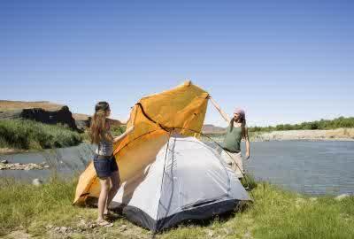 semangat mendirikan tenda
