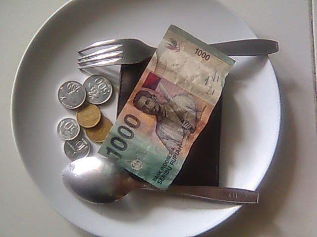 Tentukan dulu apa yang bisa dipangkas dari pengeluaranmu