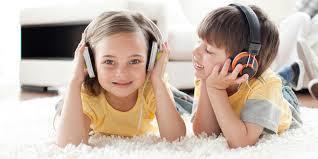 Mendengarkan Musik Bersama