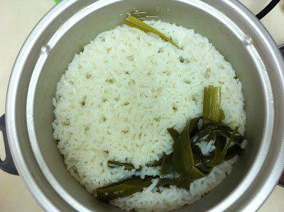 Nasi, santan, lengkap dengan daun pandan