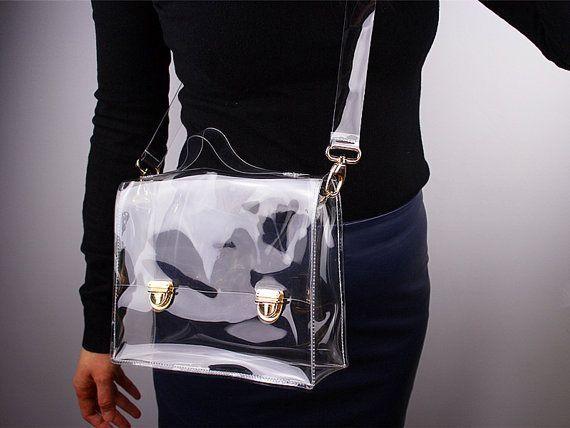 Tas yang terbuat dari bahan plastik