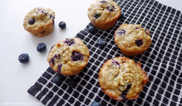Muffin oatmeal dengan blueberry dan pisang
