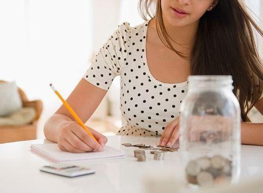 Kamu jadi belajar cara me-manage uang