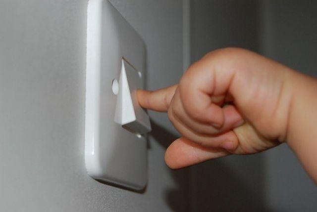 Mematikan lampu kamar