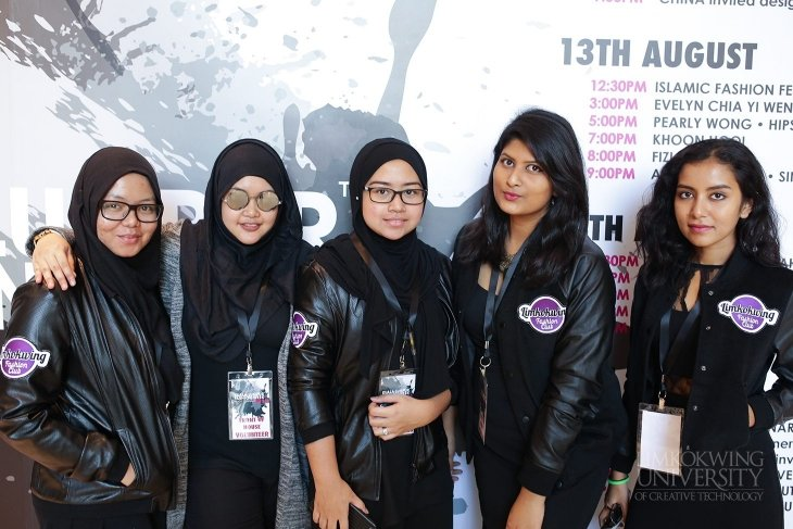 Volunteer fashion festival