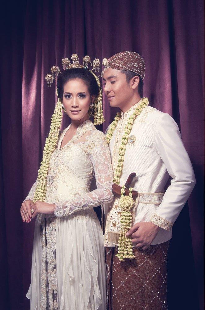 kebaya couple kebaya jadi perlengkapan pengantin dan adat