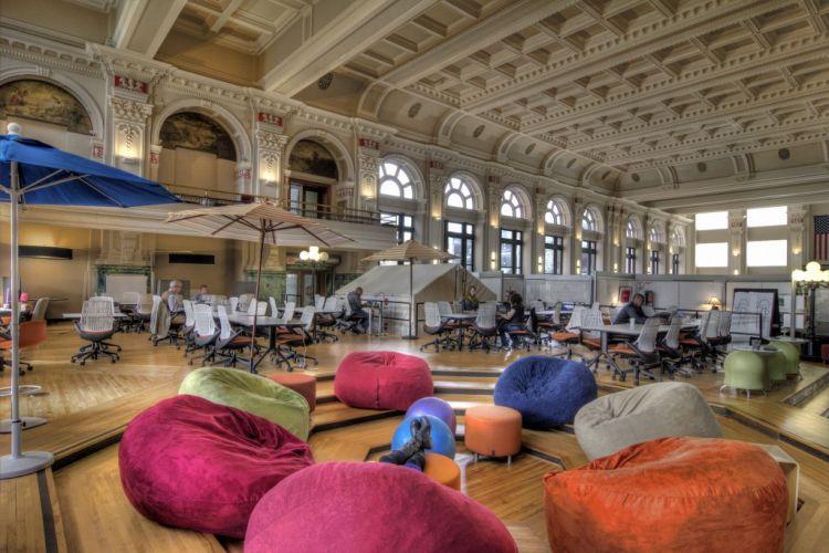 taruh sofa-sofa empuk warna-warni