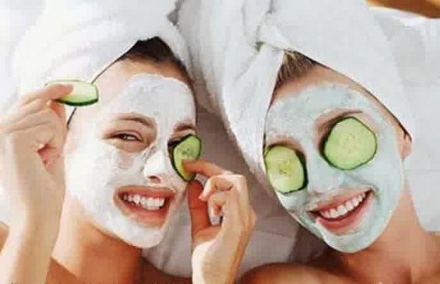Rasakan keseruan memakai masker dengan sahabat kalian