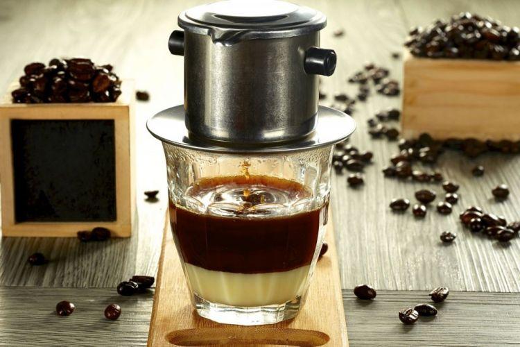 Saat itu, Mirna menyesap kopi Vietnam