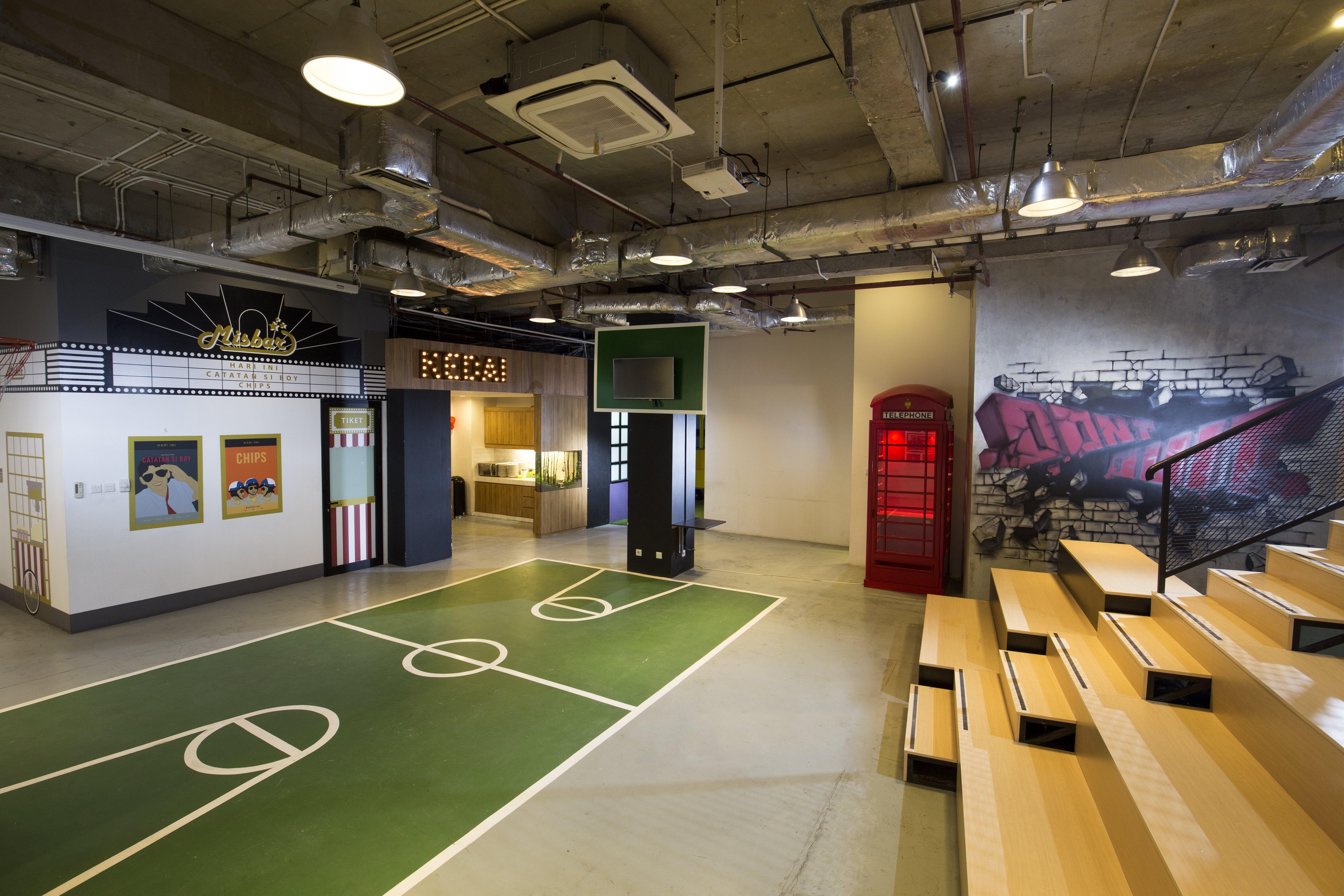 Hall area. Tempat pertemuan seluruh kepala
