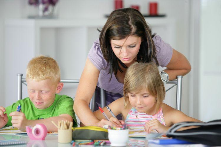 Lebih enak ngurus anak di rumah daripada kerja di luar. - Istri.