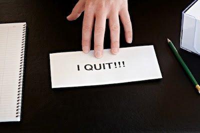 lebih mengundurkan diri daripada bikin malu