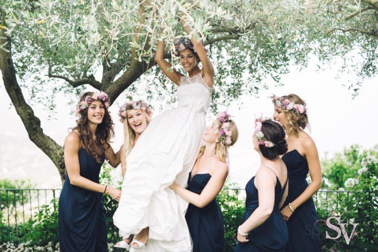 Bahagia sekaligus iri melihat sahabat udah nikah.