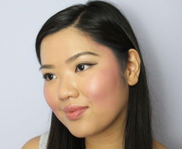 Blush on + lipstik harus a