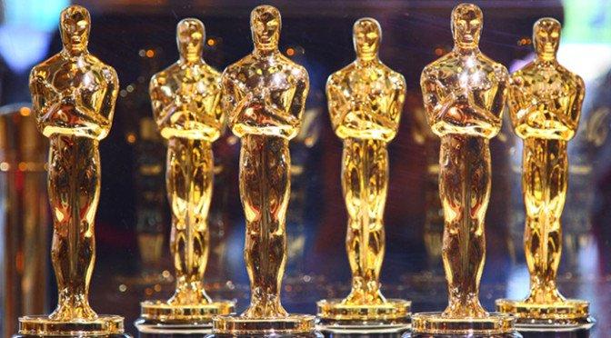 Ini nih bentuknya piala Oscar yang ditunggu-tunggu.