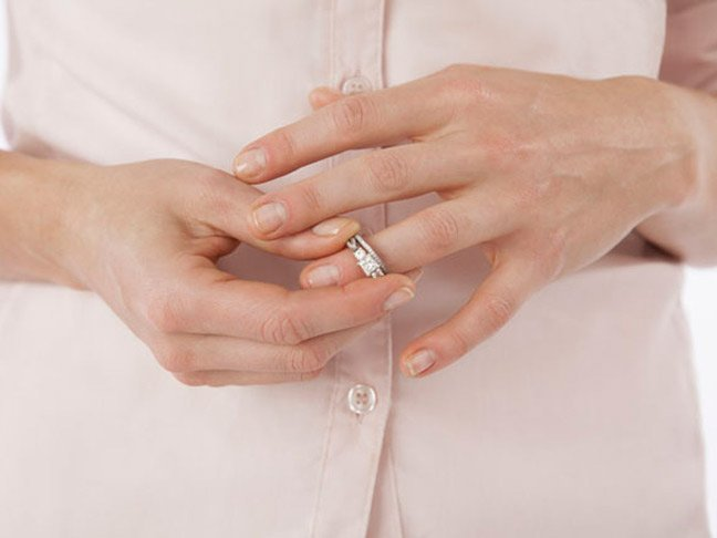 Lepaskan cincin ini!