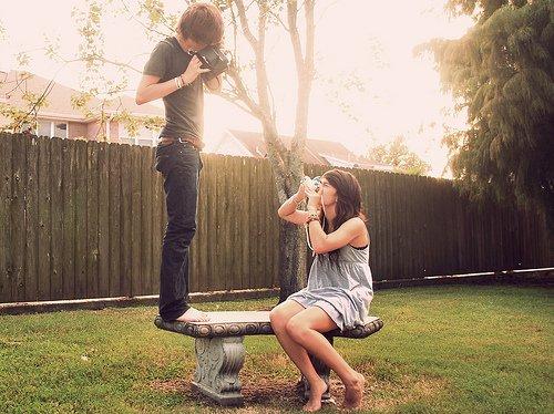 yang diperlukan gak hanya cinta dan sayang, tapi juga saling menghormati, misalnya mencoba menyelami kegemarannya