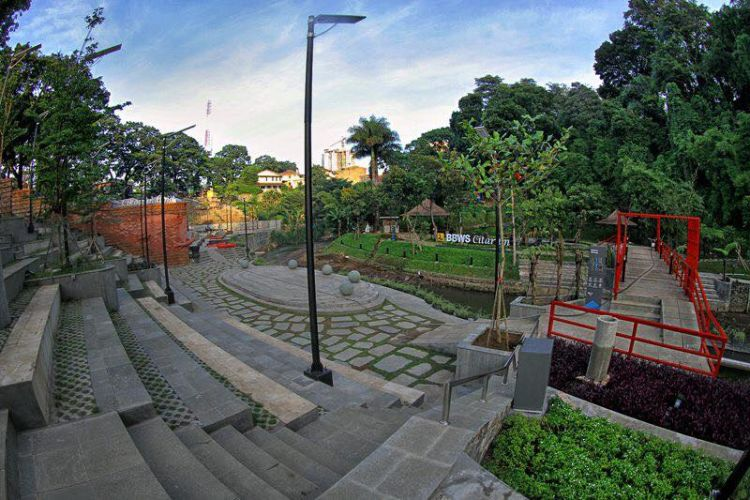 public space sungai cikapundung