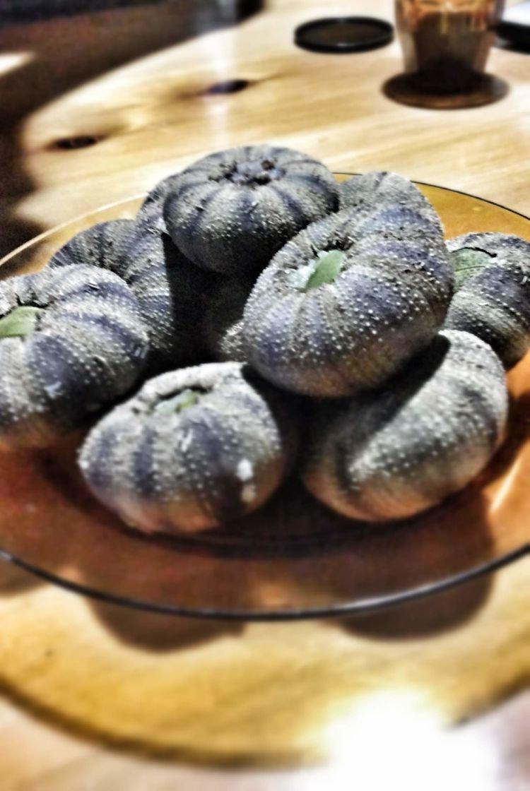 Ini lho yang namanya Tehe-tehe yang terbuat dari bulu babi dan beras ketan.