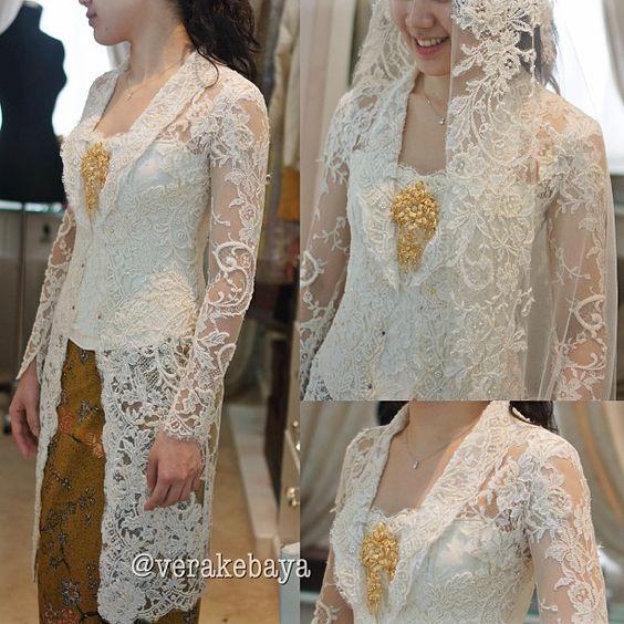 Fitting baju pengantin..