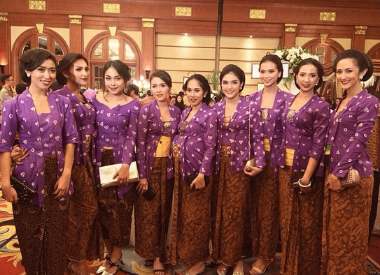 kebaya ungu, anti mainstream