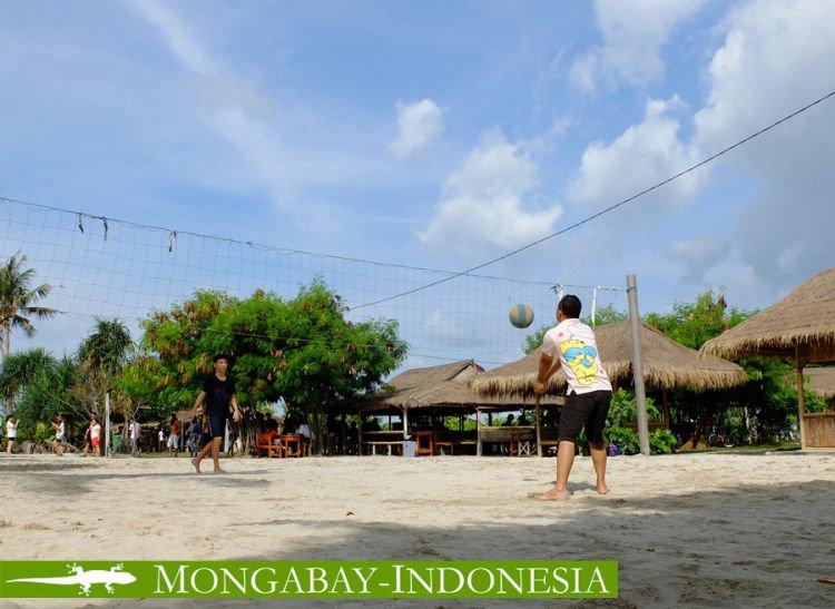 main voli di pantai perawan