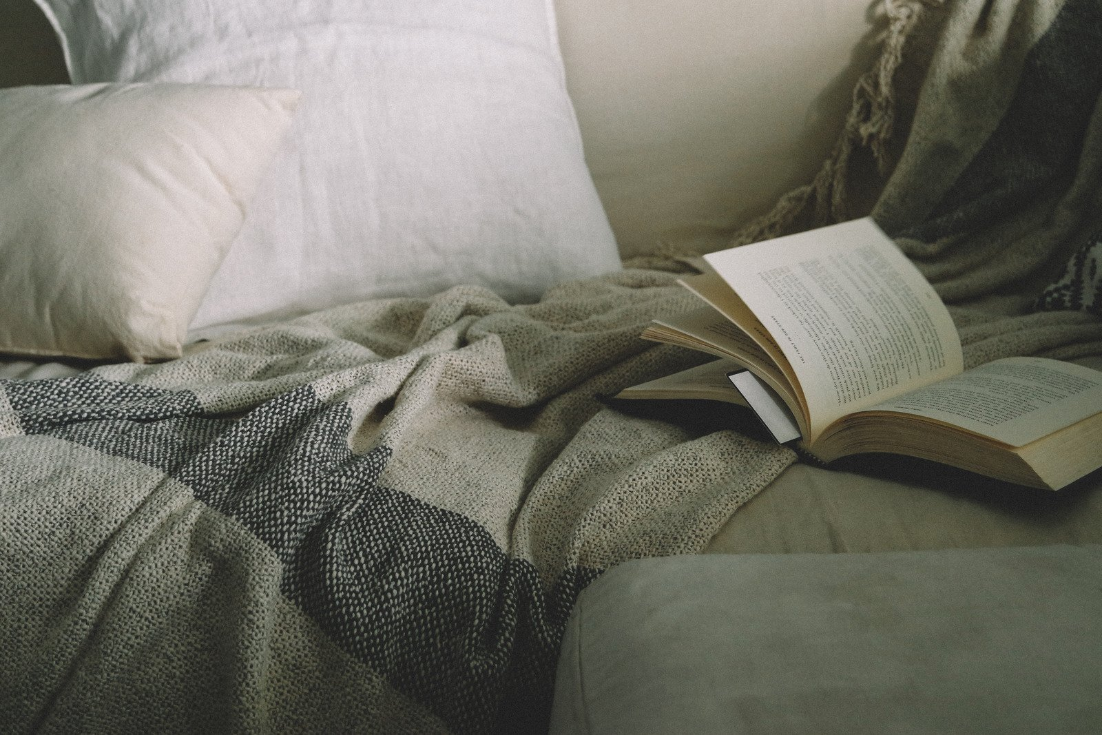 Targetkan membaca buku yang belum sempat disentuh