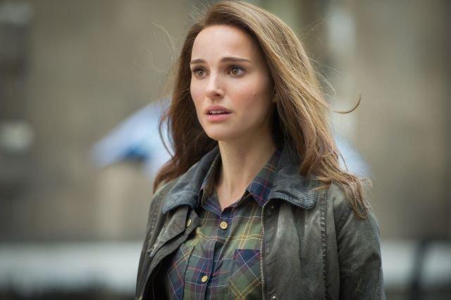 Natalie Portman sebagai Jane Foster