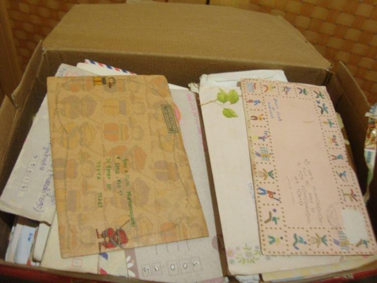 Ada perasaan senang saat kamu membuka surat-surat ini.