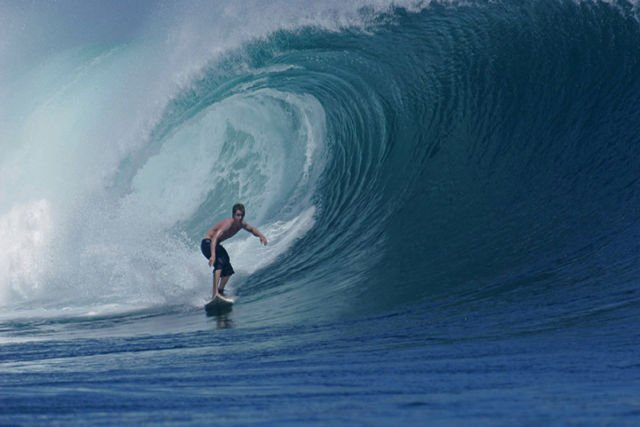 Berselancar di Surganya Para Surfer Dunia