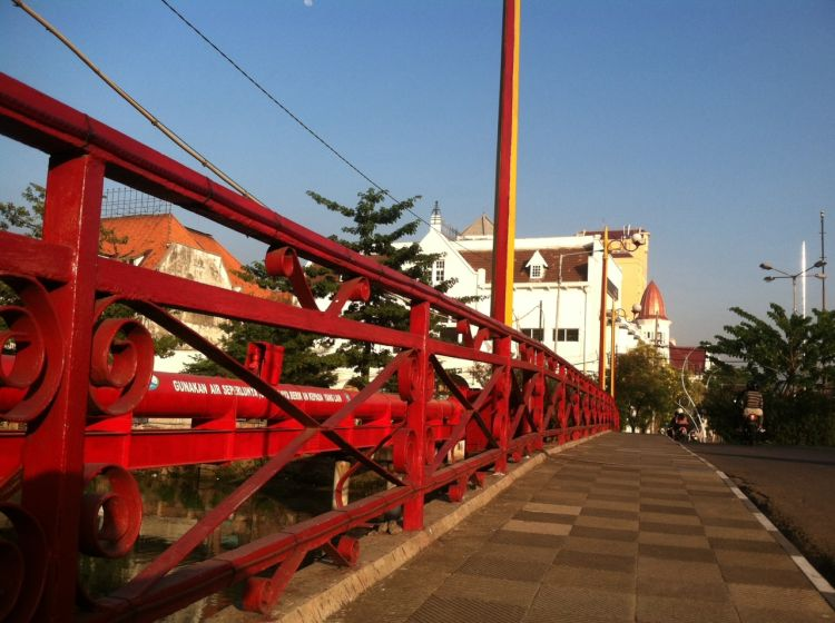 Penampakan Jembatan Merah di siang hari. Aman.
