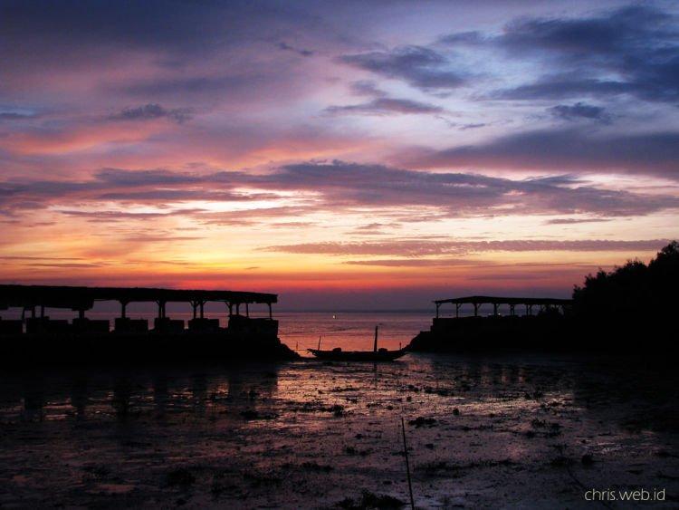 Sunset di Pantai Kenjeran, Surabaya.