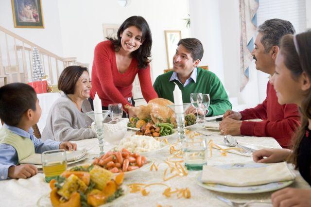 Momen makan bersama merupakan cara untuk dekat satu sama lain
