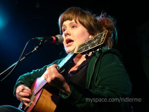 My Space jadi jembatan bagi Adele untuk memulai langkahnya di industri musik.