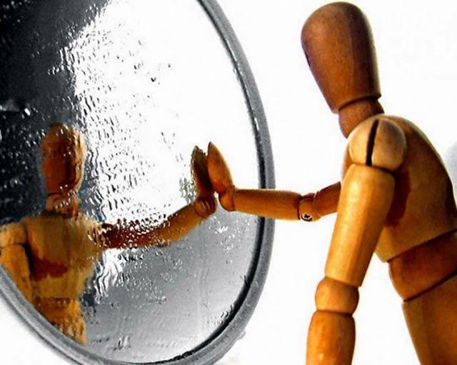 aku adalah manusia yang dicermin itu