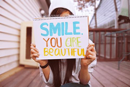 Senyum adalah exercise paling murah yang bisa kamu lakoni