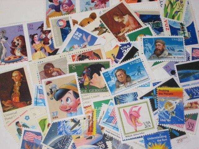 Walau beli perangko, amplop, dan kertas surat mengurangi uang jajanmu, tapi kamu tetap hobi bersapen.