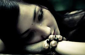 wanita menangis kerana lelaki