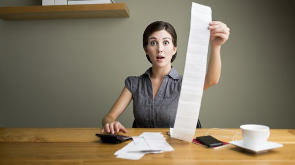 woman_with_receipts_000047774388