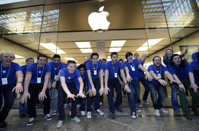 http://blogs.ubc.ca/tamarbatrawi/files/2013/11/Apple-Biggest-Company_sham.jpg