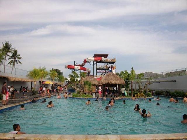 Balong Waterpark, Penuh Splash dan Fun Game Air